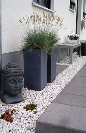 Buddha in Grau
