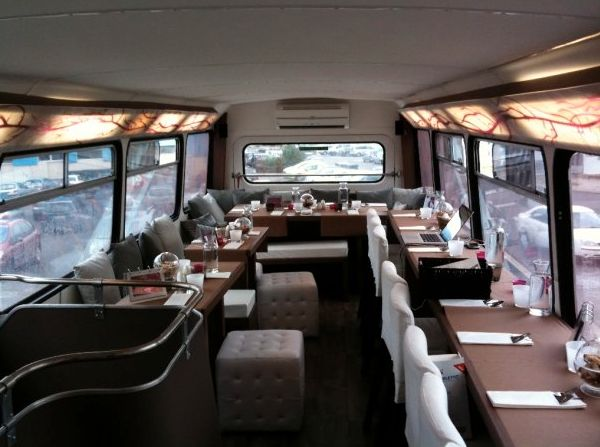 Wonder Bus Cooking à #Soorts #Hossegor. Manger dans un véritable bus londonien. Plus d'infos sur http://kindabreak.com/wonderbus-hossegor-soorts-cookin/