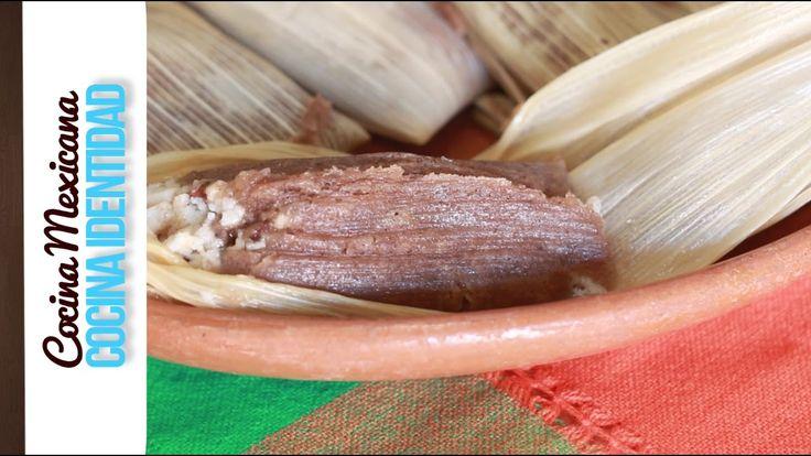 Cómo hacer tamales de chocolate. En este video Yuri de Gortari nos enseña como hacer esta receta mexicana con uno de los ingredientes más importantes de nues...