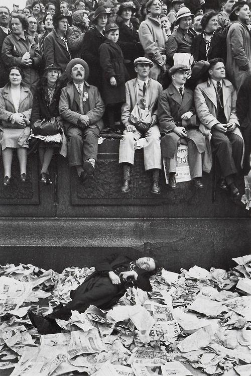 Henri Cartier-Bresson -Trafalgar Square en el día de la coronación de Jorge VI de 1937