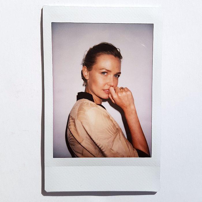 "Lara Worthington on Her Favourite Concealer: ""I Like a Cakey Formula"" via @ByrdieBeautyAU"