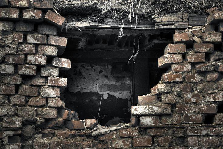 broken wall by Ondřej Klhůfek on 500px