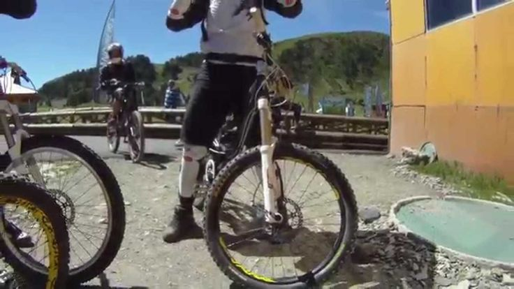 Downhill Mountain Bike Descenso Camino Saltos Bike Park Granvalira Andor... Please follow us @ https://www.pinterest.com/wocycling/