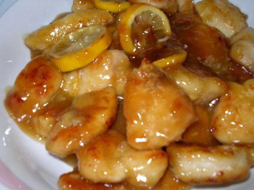 ComococinarEscabeche de pollo Tiempo en preparar Pollo en escabeche: 90 minutos. Receta para: 6 personas. Ingredientespara el escabeche: 6 presas de pollo 3 cebollas picadas en cuñas 2 ajíes amarillos en tiras 1 cucharadita de orégano seco 3 cucharadas de ají panca molido 2 cucharadas de ají amarillo molido 1 taza de vinagre tinto 1/2 taza de leche evaporada 1 cucharada de perejil picado 1 cucharadita de orégano Sal, pimienta, comino y queso parmesano rallado al gusto Papas cocidas p...