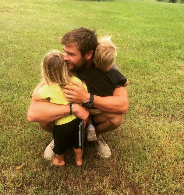 On Monday, Elsa Pataky shared this beautiful picture of her husband Chris Hemsworth with their twins. | Chris Hemsworth Hugging His Twins Will Make Your Ovaries Explode