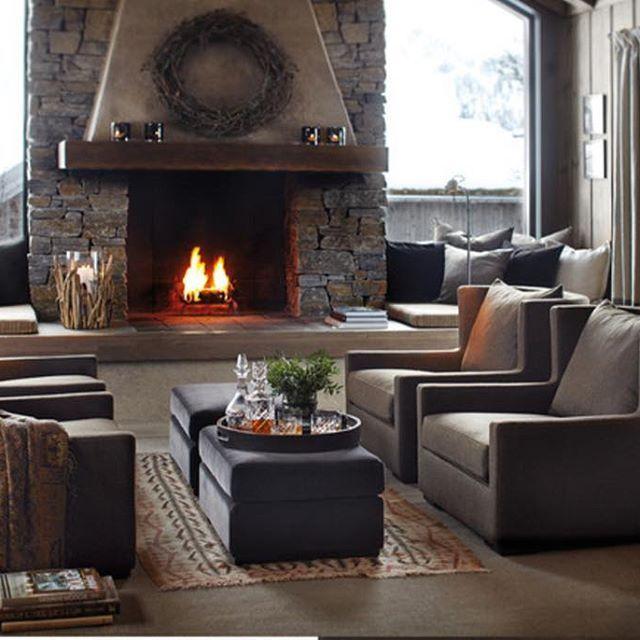 Ønsker du deg nye møbler til jul? For å være sikker på at du mottar de i tide anbefaler vi å legge inn bestillingen nå. Alle sittemøbler lages av dyktige håndverkere på Sunnmøre. #slettvoll