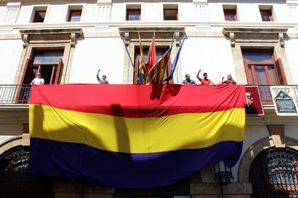Un ajuntament del País Valencià haurà de pagar 1.800 euros per penjar una bandera republicana el 14 dabril
