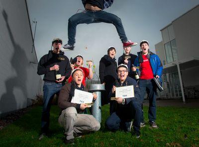 TEKin teekkarivaliokunnan järjestämän Valtakunnallisen jäynäkisan voitti vuonna 2013 KoRKkaajat Tampereelta. TEKin töissä kaikki eivät toki ole teekkareita, mutta teekkarihuumorille on aina tilaa. #tekniikanakateemiset #teekkari #jäynä Kuva: Mikko Vähäniitty