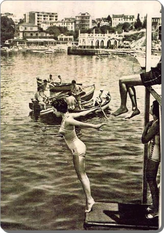 Kadıköy / Moda plajı - 1950 ler --before the current govt changed the tone and now women are covering their heads. ::sigh::
