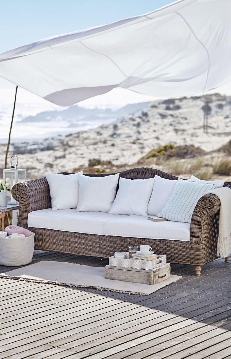 Ein Nickerchen in der Mittagssonne? Mit diesem Outdoor Sofa gar kein Problem.