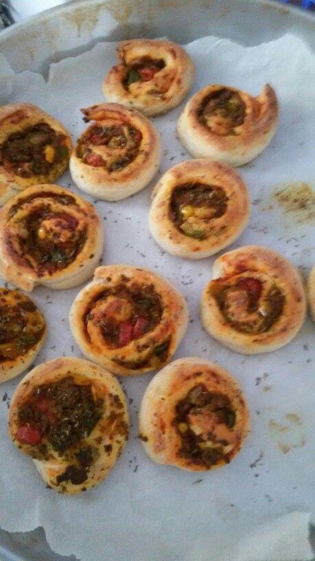 #pizza #pizzarolls #hapjes #homemade #pinwheels   https://youtu.be/YBDbkOPpH-s