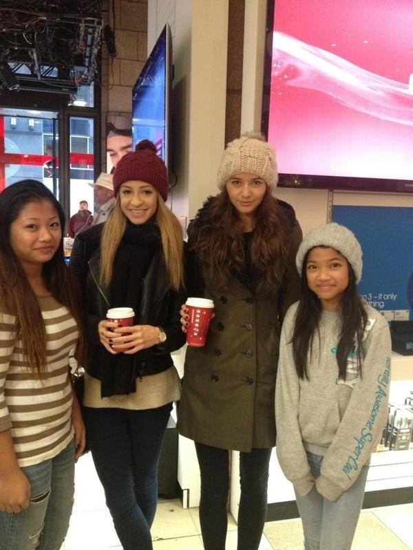 DANIELLE is in NYC with Eleanor!!!! What does this mean? And Danielle's hair??? *GASP* I Love it!