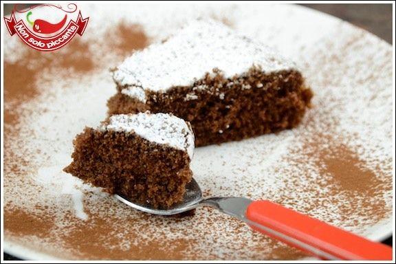 Torta-albumi-e-cioccolato4 albumi 80 g di zucchero 40 g di farina 00 25 g di farina di riso 80 g di cioccolato fondente 50 g di burro 1 cucchiaino di lievito sale zucchero a velo