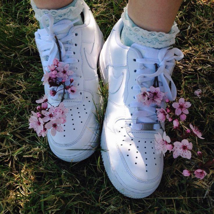NIKE STREET SWOOSH sneaker white SAKURA cherry blossom