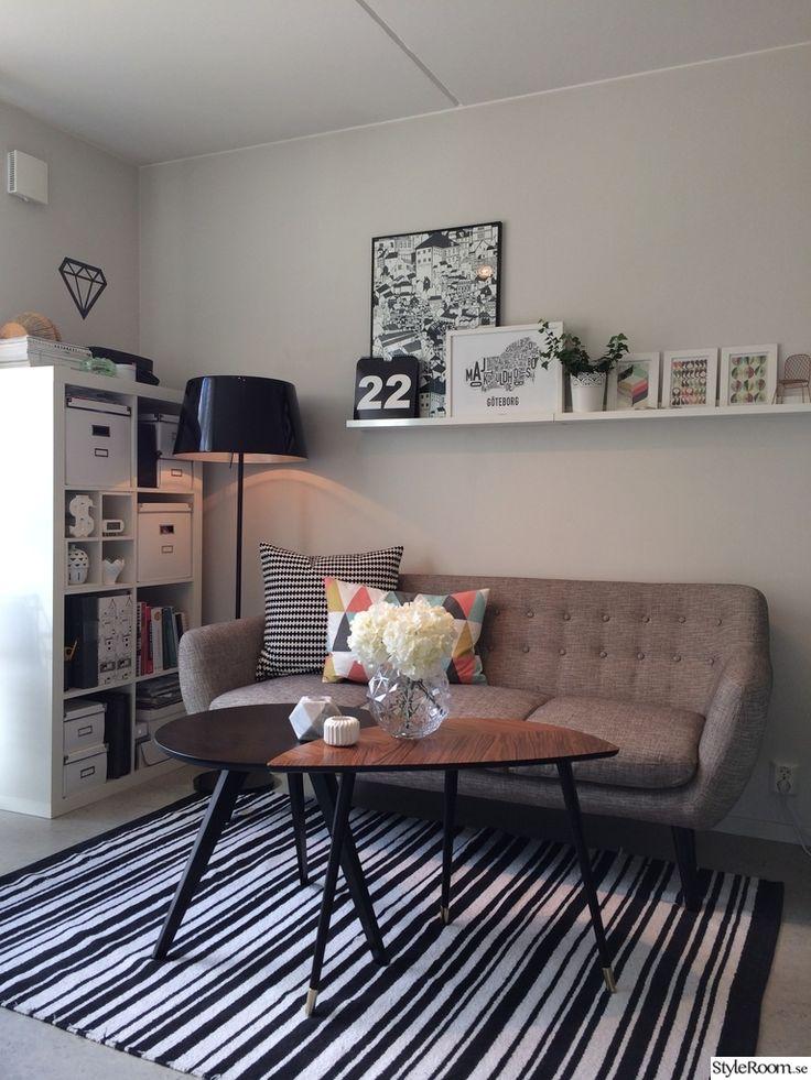 lövbacken,randigt,svartvitt,soffa,soffbord,vas,hortensia,ljuslykta,diamant,tavellist,tavlor,vardagsrum