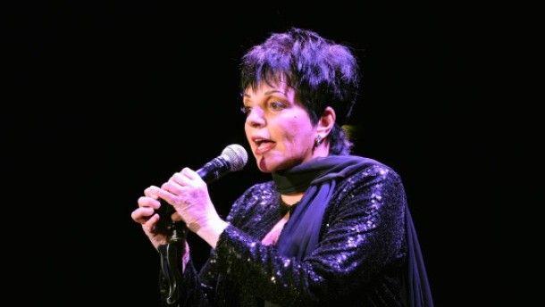 Wie einst im #Cabaret: #Liza #Minelli ist auch im Alter noch immer ein #Naturereignis als #Entertainerin.