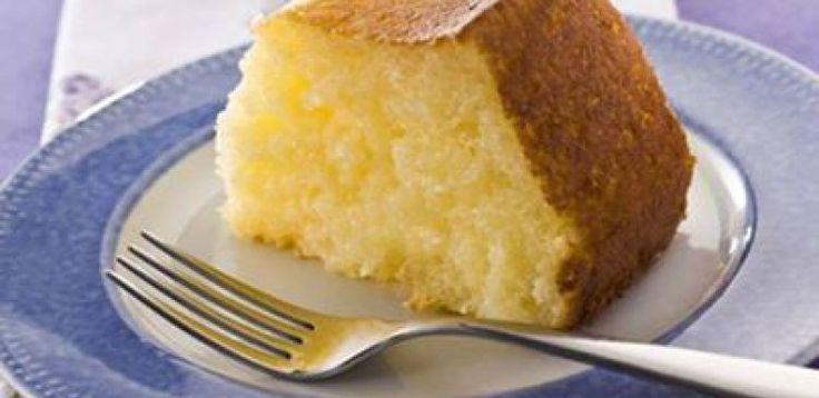 2 xícaras (chá) de açúcar)  - 4 ovos grandes  - 1/2 xícara (chá) de coco fresco ralado  - 51/2 xícaras (chá) de leite  - 2 xícaras (chá) de tapioca  - 150 g de manteiga em temperatura ambiente