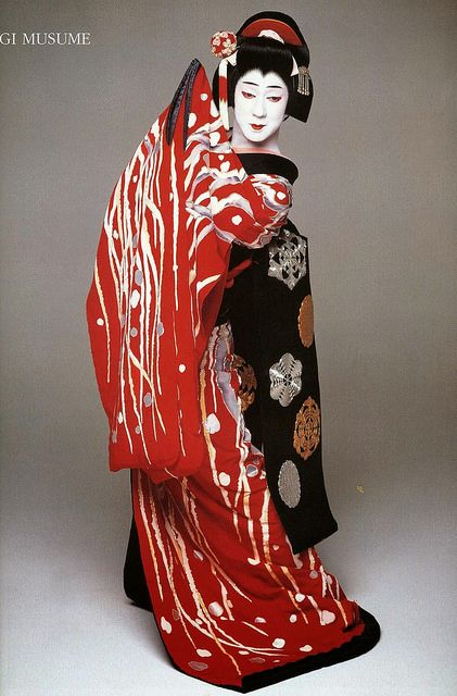 fromthefloatingworld: Bando tamasaburo sagi musume red kimono by blackblizzard661 on Flickr.