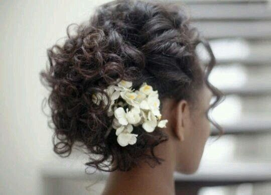 Short Curled Wedding Hairstyle