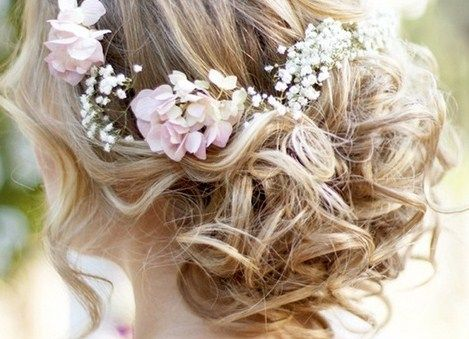 i would love to do a natural hair piece for one of my brides using real flowers and babies breath...simply amazing.: Sleep Beautiful, Flowers Crowns, Baby Breath, Bridal Hair, Hair Style, Bridalhair, Wedding Hairstyles, Coiffure, Updo