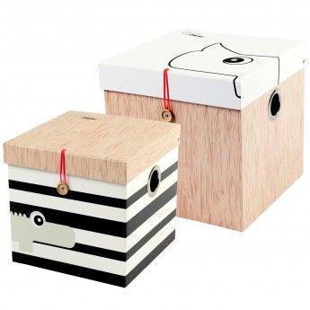Lot 2 boîtes de rangement carrées – Large – Done by Deer  Ce lot de 2 boîtes de rangement de la marque Done by Deer vous permettra de ranger tous types d'objets dans la chambre de votre enfant. Que ce soient des jouets, des livres, des dessins ou des figurines, cette boite ssera être l'élément pratique et décoratif indispensable dans la chambre de votre enfant. Placées sur son bureau ou au niveau de son espace de jeu, les boîtes feront sensation pour leur design.
