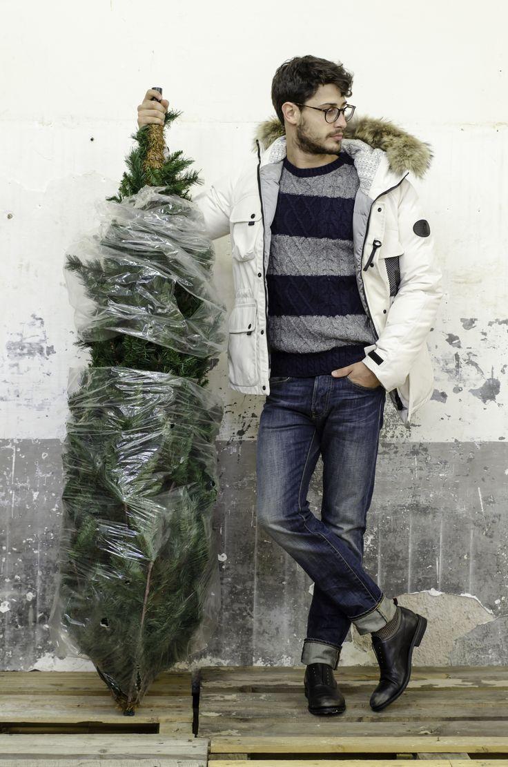 #Arsuk Stai caldo fino ai – 20° e se piove, o nevica, puoi sfruttare il morbidissimo cappuccio foderato in tessuto fantasia, bordato in pelliccia removibile. Con ARSUK, giubbotto in tessuto tecnico imbottito, finalmente un caldo Natale!  Nella foto: Giubbotto bianco, con quattro tasche per uomo autunno inverno 14-15: http://bit.ly/1wgmxK4 Scopri di più sul brand:http://goo.gl/N7mKYp