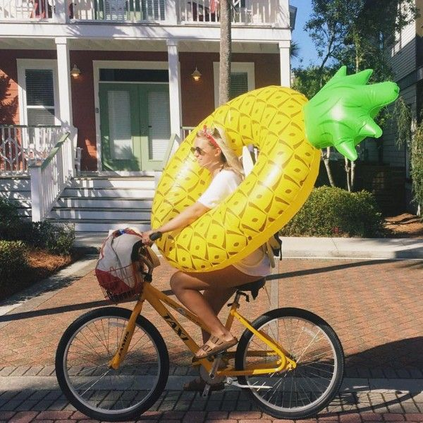 Bouée géante gonflable Ananas