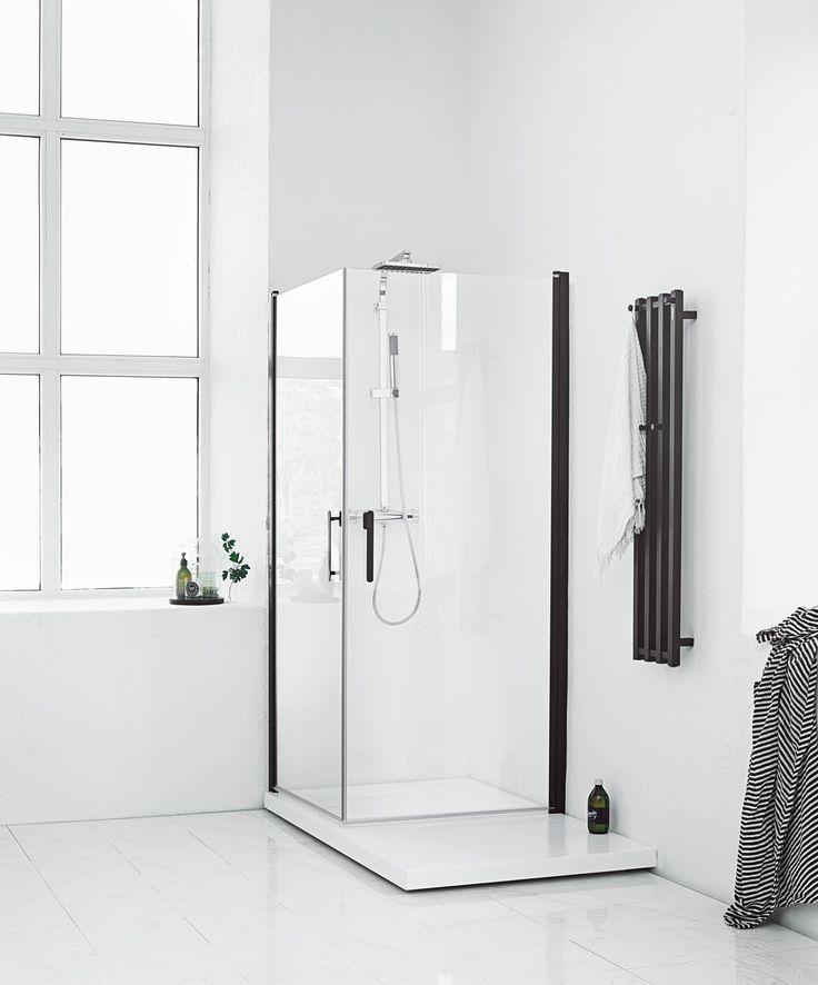 Kompletter dusjhjørnet med en lekker dusjplate. FORSA rett hjørnedusj 90x90, svart matt med klart glass fra Svedbergs. www.byggmakker.no