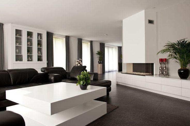 Een modern en strak interieur met kastenwand eettafel salontafel of keuken door de - Deco salon zwart wit ...