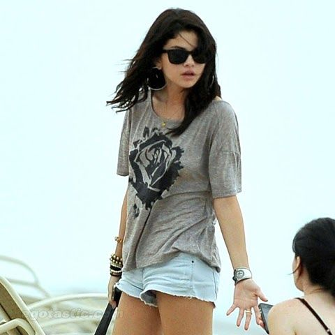 Flagras das Famosas: Vamos mostrar fotos da calcinha de Selena Gomez