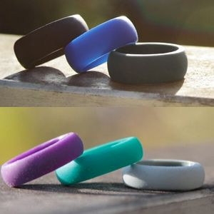 Such a cool idea. Rubber wedding rings so your real one doesn't get messed up at the gym!