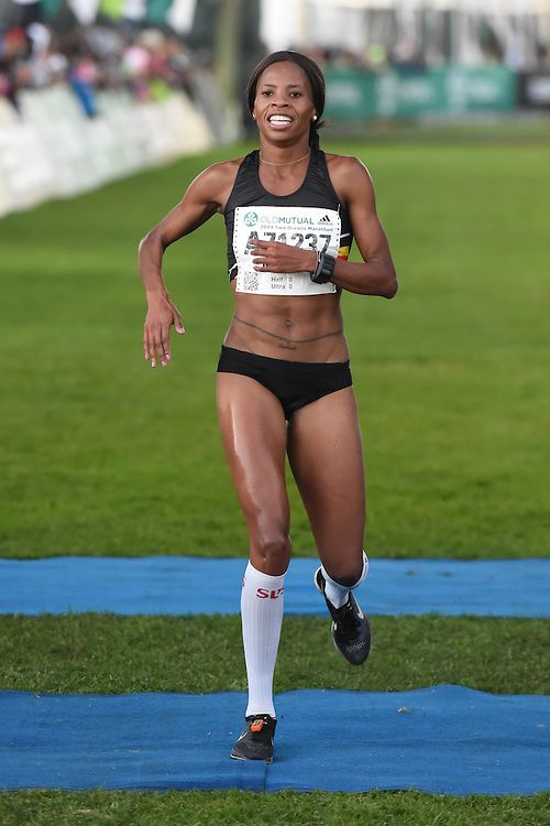 9 April 2014, Fourth place Mapaseka Makhanya during the womens half marathon of the Old Mutual Two Oceans Marathon. Running for team #Boxer - fueled by @32Gi