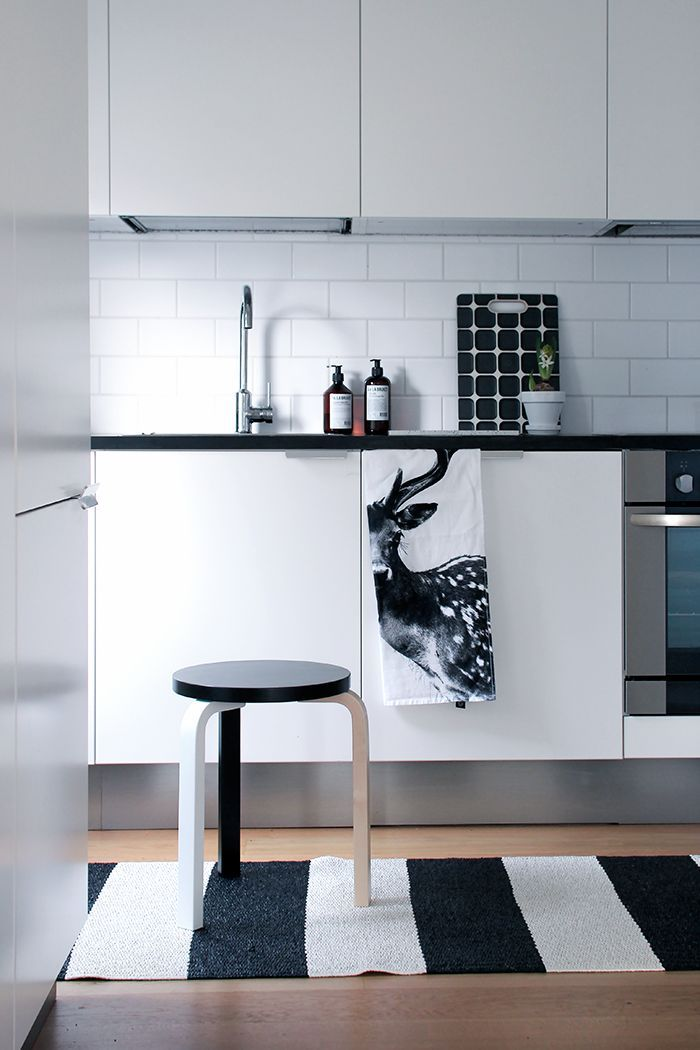 inspo-black-and-white-kitchen-interior