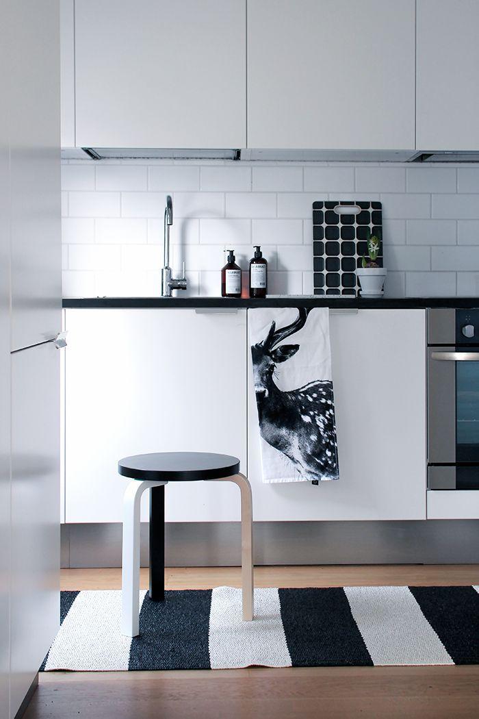 inspo-black-and-white-kitchen-interior