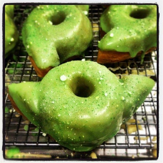 Must Eat STAR WARS-Themed Donuts! — GeekTyrant @Leonardo Rodrigues Rodrigues Rodrigues Raudales