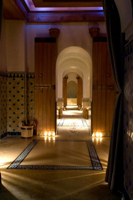 For those who can't tolerate the heat of Traditional Hammam, The MYSpa offers a body scrub in cabins this way to remove dead skin. This treatment is a body exfoliation based on myth and apricots extracts . At the end of the ritual, the skin is hydrated which make it smooth and silky.
