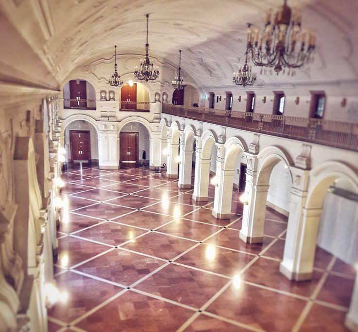 Looking forward to #iaml2018 opening ceremony at the upper foyer of #leipzig townhall . #leipzigartig #monday #iamlaibm #ig_leipzig #ig_deutschland #hypezig #historic #architecture #neuesrathaus #anticipation #leipzigtravel #music #librarian #congress