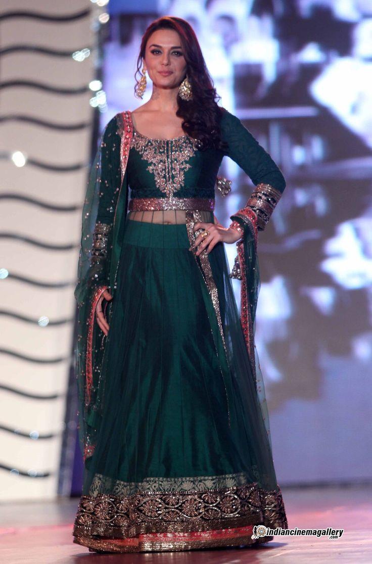 Blog - #TCBTop5: Indian Fashion Designers - Manish Malhotra