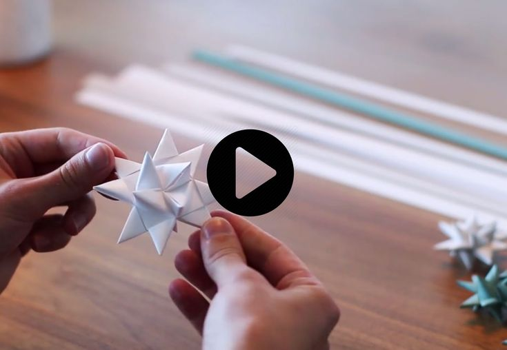 LEARN TO FOLD BEAUTIFUL POINSETTIAS  The three-dimensional paper stars is a classic we never get tired of! With our step-by-step video, you can also fill your tree for Christmas