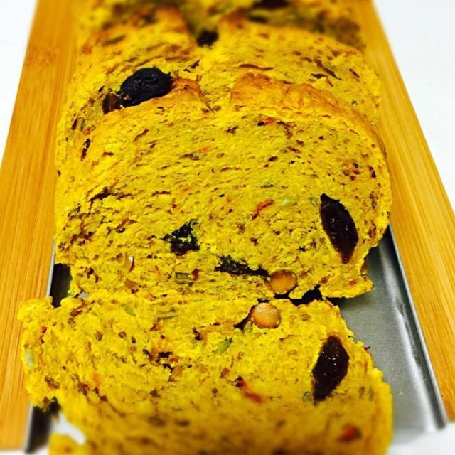 スパイス&ドライフルーツがとてもいい具合で美味しい♡サンドイッチや、朝食にどうぞ(^ ^) - 11件のもぐもぐ - スパイス&ドライフルーツのパン by nekorhythm