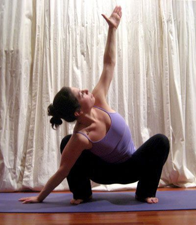 Yoga poses to help aid digestion, great for when you've had too many holiday goodies!