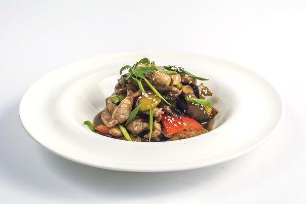 Блюдо недели в ресторане - Сочное филе свинины с овощами и соусом Терияки. Аппетитно зажаренное филе свинины с цуккини, баклажанами, морковью, древесными грибами и спаржевой фасолью, в глазури на основе имбиря, соуса Терияки и кунжутного масла. Оценить превосходный вкус этого блюда в ресторане Тибет можно будет буквально на днях в обновленном весеннем меню.