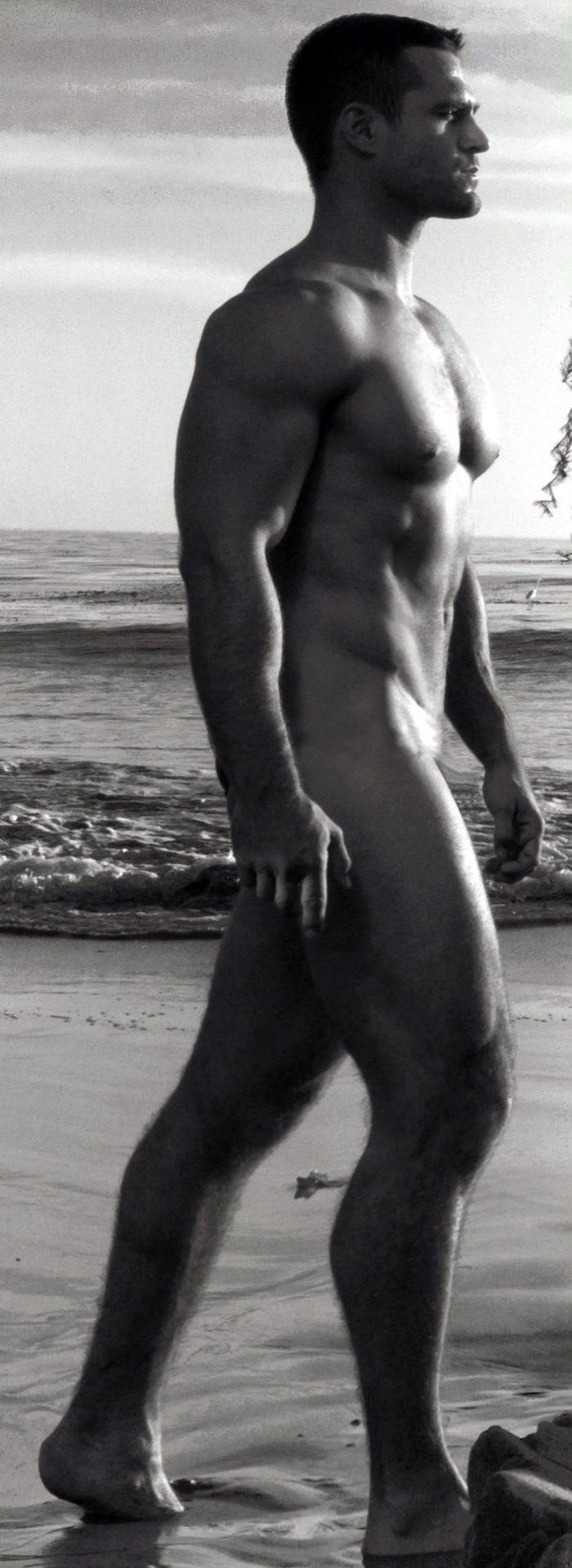 Dapper nude marco