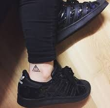 Resultado de imagen para tatuajes de el triangulo de las reliquias de la muerte
