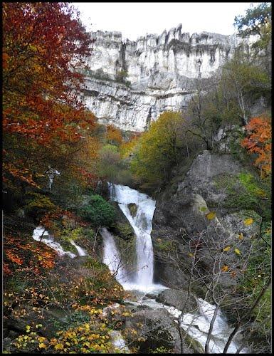 Nacimiento del Urederra otoñal  Sierra de Urbasa, Navarra - Spain