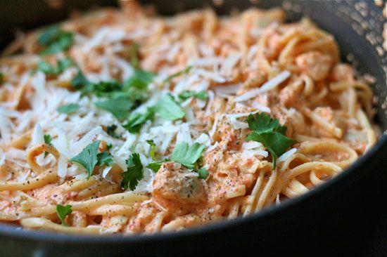 Μακαρόνια al fredo με πιπεριές και κατσικίσιο τυρί