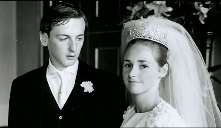 love this photo of the present duke and duchess of devonshire on their wedding day. every groom should look oh so adoringly at his bride.