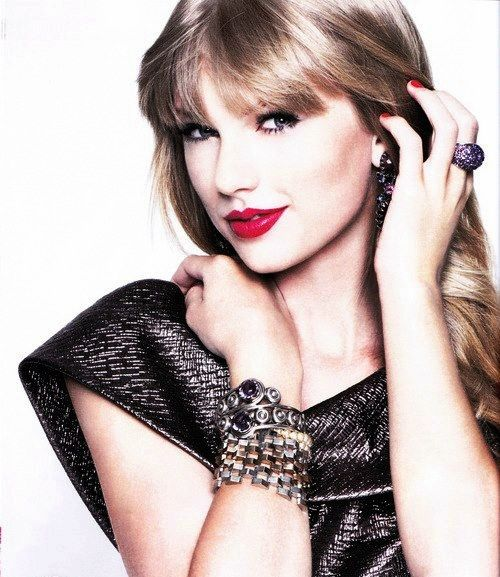 Taylor Swift looks stunning wearing a Swarovski Appolon Amethyst Ring available here http://www.swarovski.com/1110288/product/Appolon_Amethyst_Ring.html=8003020.6