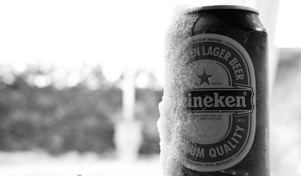 Muito gelada (de 0 a 4°C): Pale Lagers, cervejas sem álcool e qualquer cerveja que tenha o objetivo de refrescar e não muito a de ser degustada, provavelmente pela qualidade duvidosa Bem gelada (de 5 a 7°C): cervejas de trigo claras, Lambics de fruta e Gueuzes. Gelada (de 8 a 12°C): para Lagers Escuras, Pale Ale, Amber Ale, cervejas de trigo escuras, Porter, Helles, Vienna, Tripel e Bock tradicionoal. Temperatura de adega (de 13 a 15°C): para as Ale quadrupel, Strong Ales Escuras, as Stout