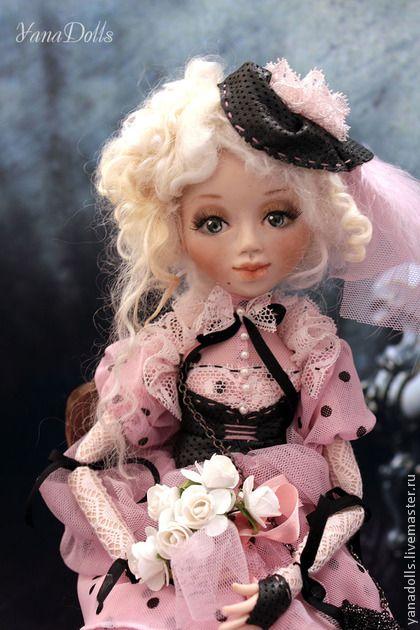Джемма. Джемма, 36 см. Ливингдолл, петельчатое соединение суставов, голова поворачивается. Куколка очень подвижна, может принимать любое положение.  Волосы-овечьи кудри.  Платьице  из сетки, фатина. Французское кружево.